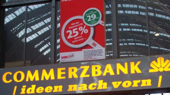 Commerzbank-Werbung in Frankfurter am Main im Bahnhof / Foto: © Rüdiger v. Schönfels