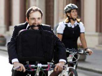 Arbeitsweg: Steuerliche Gleichstellung von Dienstfahrrad und Dienstwagen / Foto: © Melinda Nagy, Fotolia