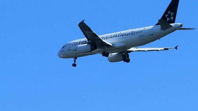 Flugzeug: Zubringerflug verspätet / Quelle: Stockata.de