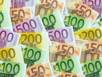 Bargeld: Mit dem Finanzamt rechnen / Foto: © Gina Sanders, Fotolia