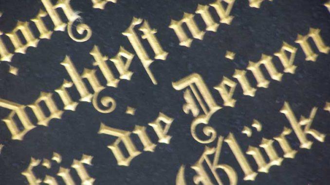 Grabinschrift: Nottestament am Sterbebett / Foto: © Rüdiger v. Schönfels
