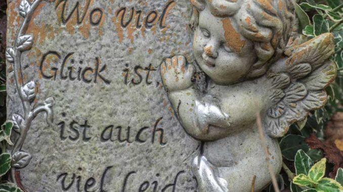 Grabstein: Wer hat hier das Glück? / Quelle: Stockata.de