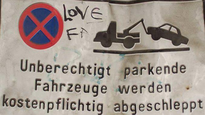 Parkverbot: Kundenparkplatz ist nur für Kunden da / Foto: © Rüdiger v. Schönfels