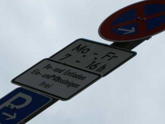Parkverbot: Die Parkplatznot provoziert Autofahrer / Foto: © Rüdiger v. Schönfels