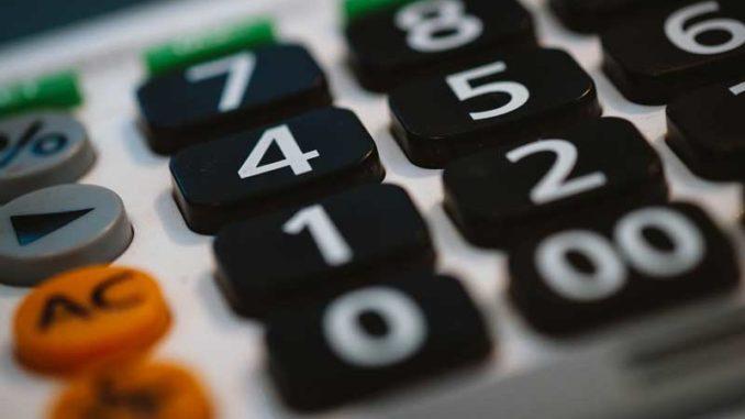 Taschenrechner: Die Prüfung der Nebenkosten lohnt sich / Quelle: Stockata.de