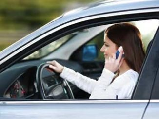 Telefonieren im Auto: Teurer Anruf / Quelle: Fotolia