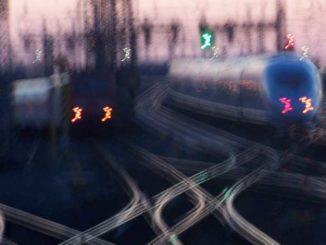Zugverkehr: Pendler zwischen zwei Wohnsitzen / Foto: © R. v. Schönfels
